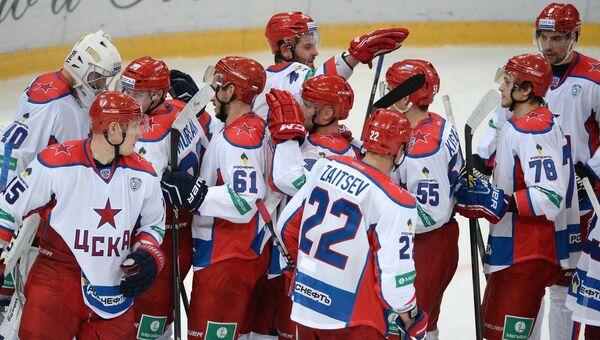 Хоккеисты ЦСКА радуются победе над московским Динамо в матче КХЛ