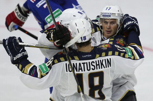Хоккеисты Сочи Алексей Крутов, Игорь Игнатушкин и Илья Крикунов (слева направо)