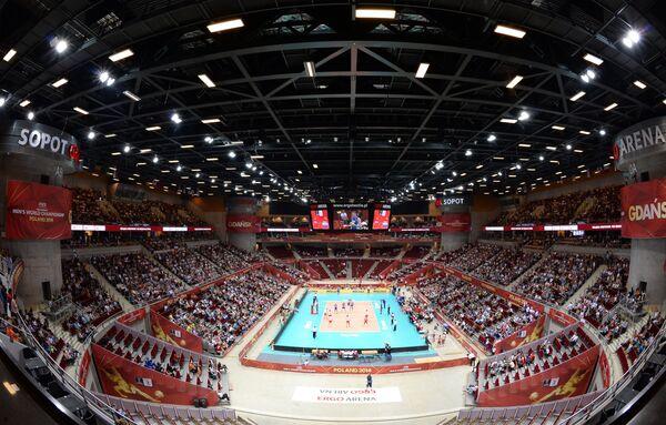 Вид на арену в Гданьске во время матча чемпионата мира по волейболу между командами Китая и России