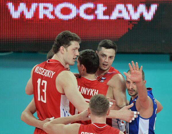 Волейболисты сборной России Дмитрий Мусэрский, Павел Мороз и Артем Ермаков (слева направо)