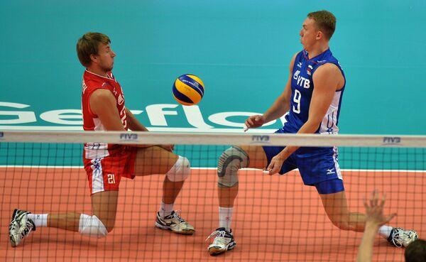 Волейболисты сборной России Валентин Голубев (слева) и Алексей Спиридонов
