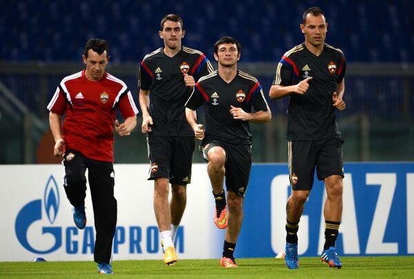 Футболисты ЦСКА Сергей Игнашевич, Алан Дзагоев и Константин Базелюк (справа налево)