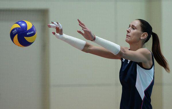 Нападающая сборной России Наталия Обмочаева