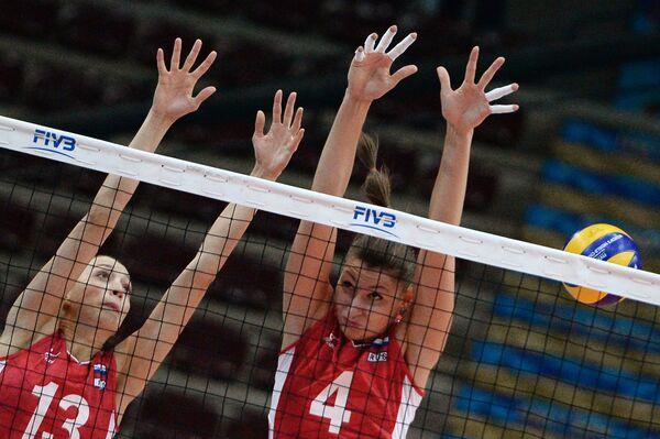 Волейболистки сборной России Евгения Старцева и Ирина Заряжко (справа)