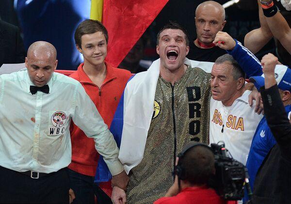 Григорий Дрозд (в центре)