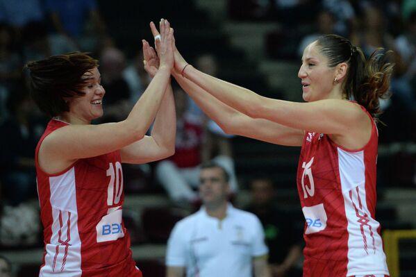 Связующая сборной России Екатерина Косьяненко (Панкова) и доигровщица Татьяна Кошелева (слева направо)