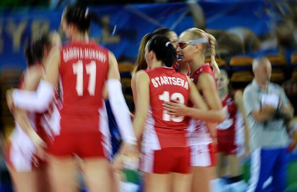 Волейболистки сборной России Екатерина Гамова-Мукасей, Евгения Старцева и Регина Мороз (слева направо)