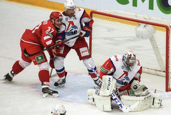 Игровой момент матча Витязь - Локомотив