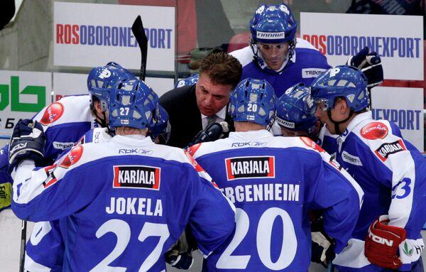 Дуг Шедден и хоккеисты сборной Финляндии