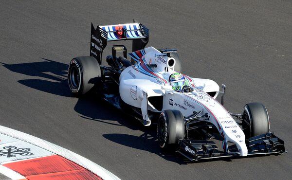 Гонщик команды Уильямс Фелипе Масса принимает участие в свободных заездах.