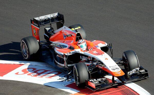 Гонщик команды Маруся Макс Чилтон принимает участие в свободных заездах.