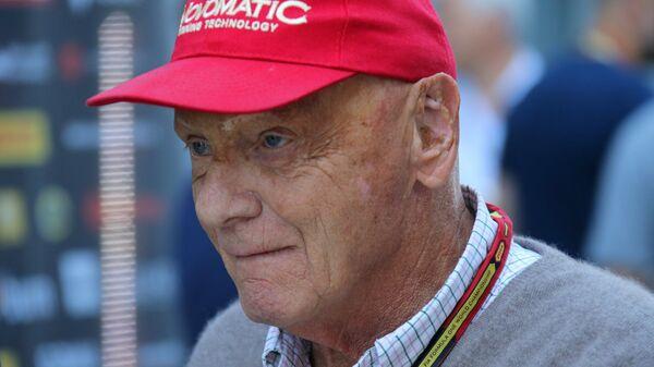 Австрийский автогонщик, трехкратный чемпион мира в классе Формула-1 Никки Лауда.