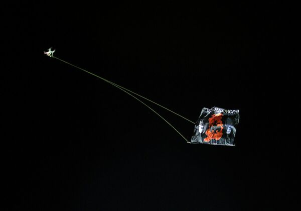 Самолет с албанским флагом на матче Сербия - Албания