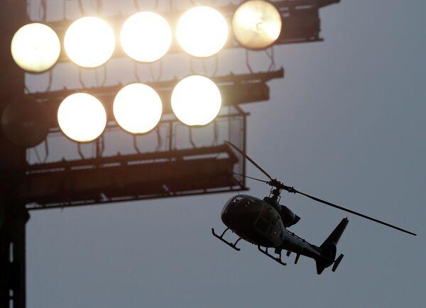 Вертолет полиции Сербии на матче Партизан - Црвена Звезда