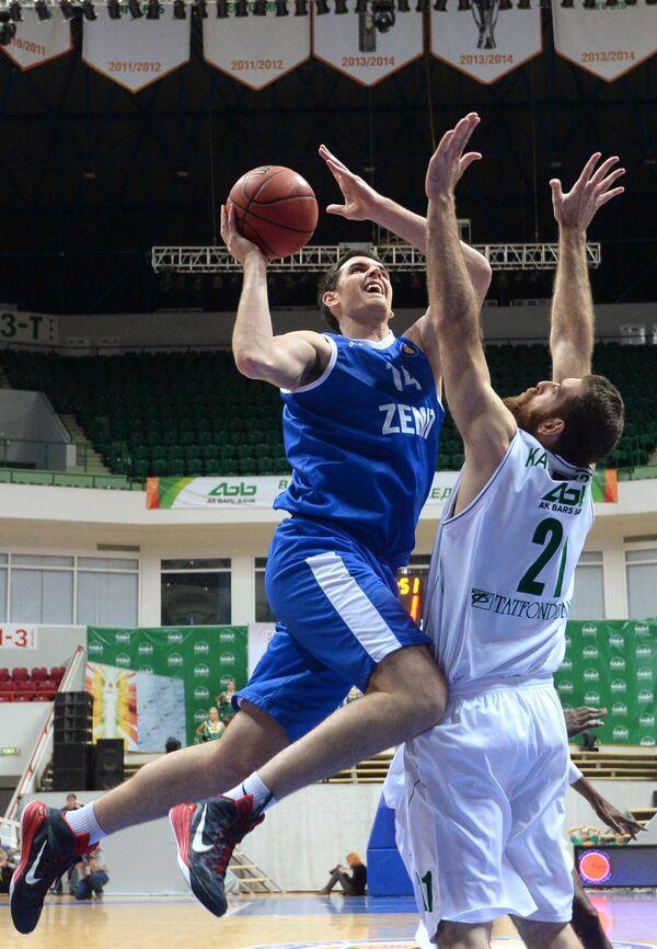 Деян Боровняк (слева) и Костас Каймакоглу