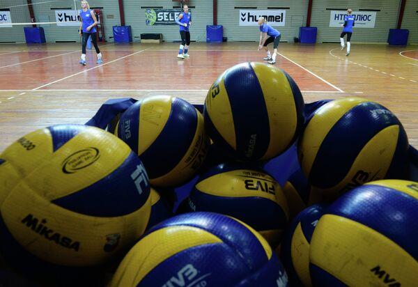Волейболистки на открытой тренировке, посвященной представлению ЖВК Динамо (Москва)