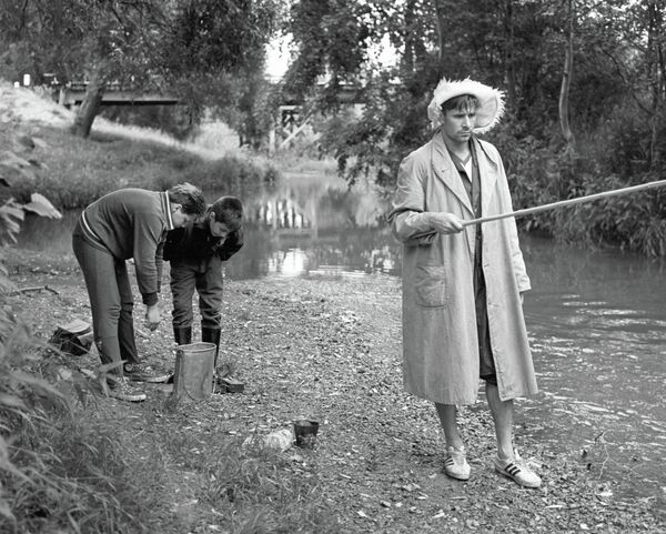 Лев Яшин (справа)