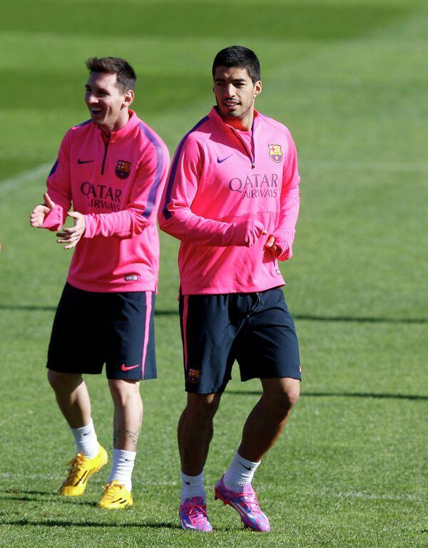 Футболисты Барселоны Луис Суарес и Лионель Месси (справа налево)