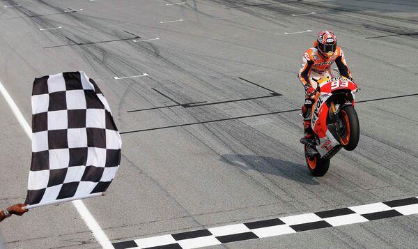 Мотогонщик команды Хонда Марк Маркес на финише Гран-при Малайзии