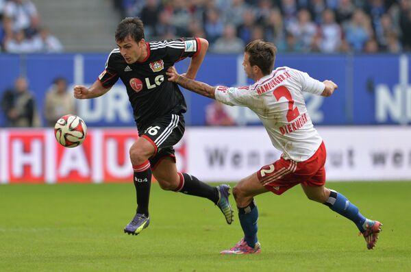 Игровой момент матча Гамбург - Байер