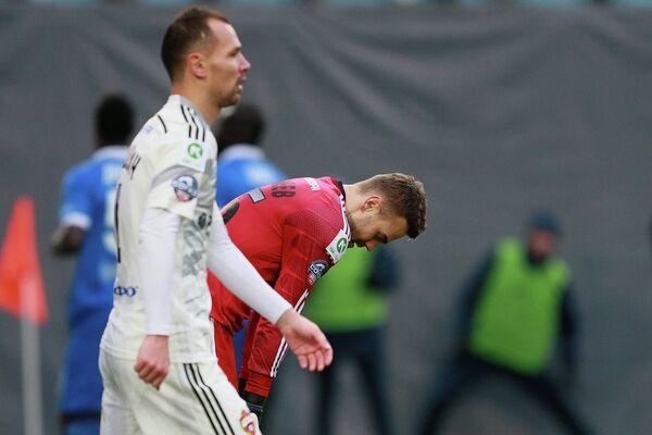 Футболисты ЦСКА Сергей Игнашевич (слева) и Игорь Акинфеев