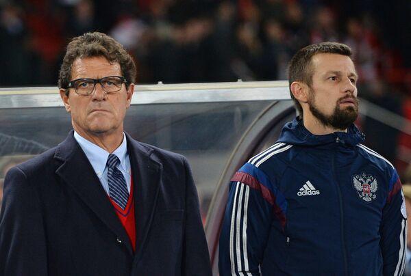 Главный тренер сборной России Фабио Капелло (слева) и ассистент главного тренера Сергей Семак