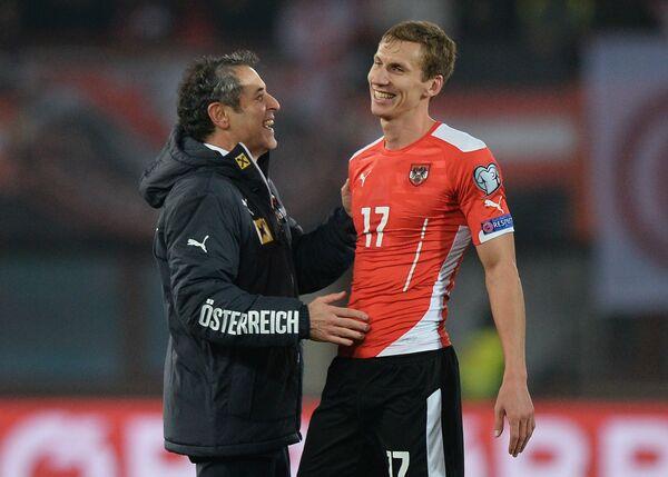 Главный тренер сборной Австрии Марсель Коллер (слева) и защитник сборной Австрии Флориан Кляйн