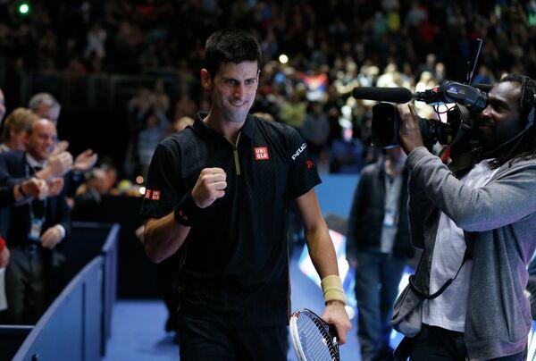 Новак Джокович после победы над Томашом Бердыхом на итоговом теннисном турнире года ATP