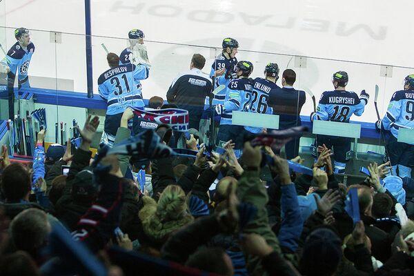 Хоккеисты и болельщики Сибири