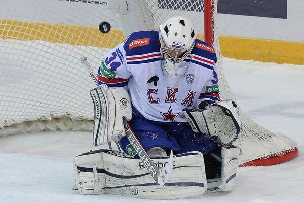 Вратарь ХК СКА Евгений Иванников в матче регулярного чемпионата КХЛ.