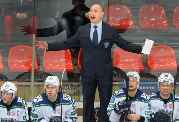 Дмитрий Юшкевич (в центре)