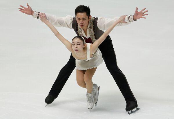 Китайские фигуристы Юй Сяоюй и Цзинь Ян