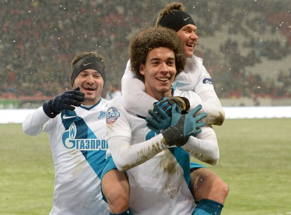 Полузащитники Зенита Виктор Файзулин, Аксель Витсель и Олег Шатов (слева направо) радуются забитому голу