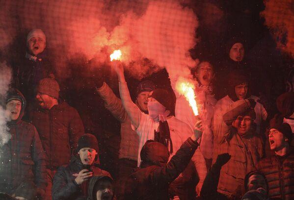 Болельщики во время матча 17-го тура чемпионата России по футболу