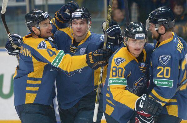 Хоккеисты Атланта Виталий Новопашин, Всеволод Сорокин, Игорь Левицкий и Петр Врана (слева направо)