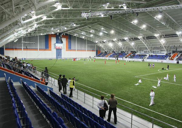 Первый крытый футбольный манеж за Уралом построен в рамках программы Развитие футбола в Российской Федерации на 2008–2015 годы