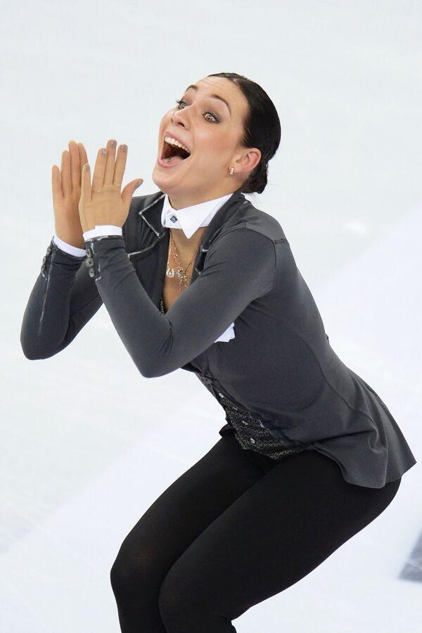 Алена Леонова выступает в короткой программе женского одиночного катания на чемпионате России