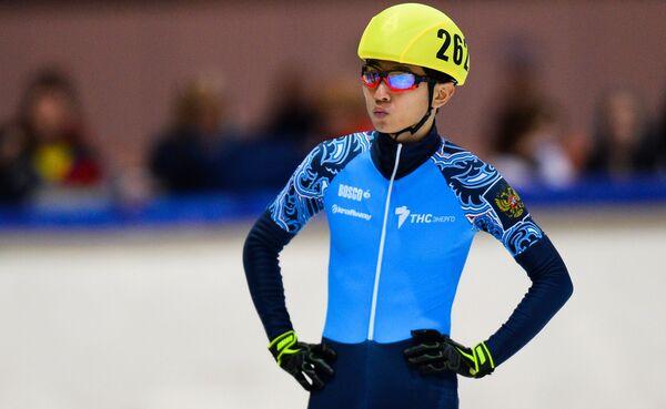 Виктор Ан перед стартом на дистанции 1500 м