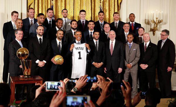 Президент США Барак Обама и баскетболисты Сан-Антонио