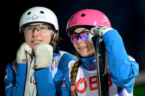 Российские спортсменки Вероника Корсунова (слева) и Любовь Никитина
