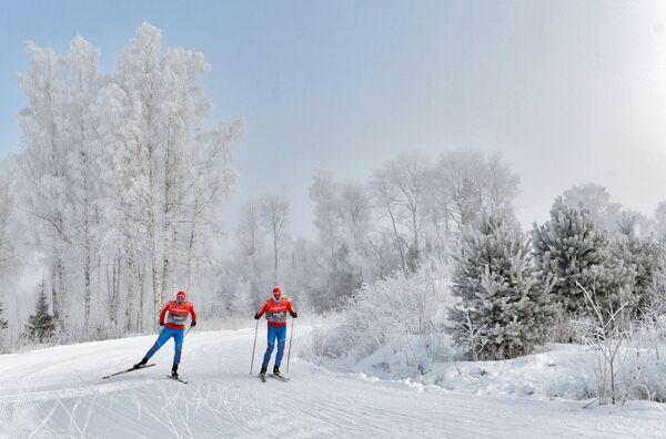 Александр Легков (Россия) на тренировке перед индивидуальной гонкой в соревнованиях по лыжным гонкам