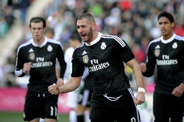Футболисты мадридского Реала. В центре - Карим Бензема