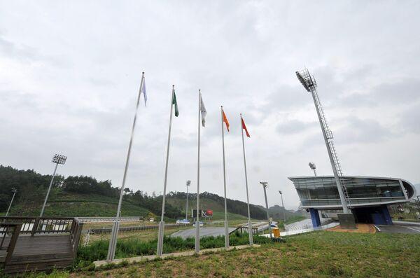 Вид на строящийся биатлонный комплекс для Олимпийских игр-2018 в Пхенчхане
