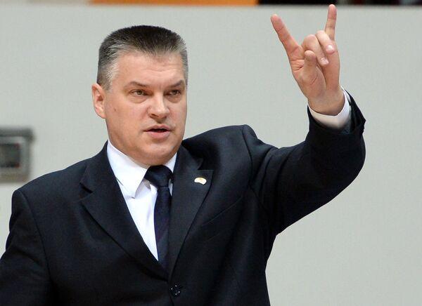 Главный тренер УНИКСа Евгений Пашутин