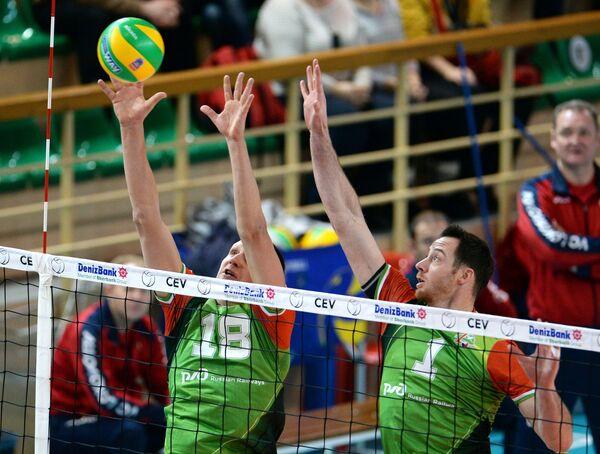 Игроки ВК Локомотив Олег Самсонычев (слева) и Дэвид Ли