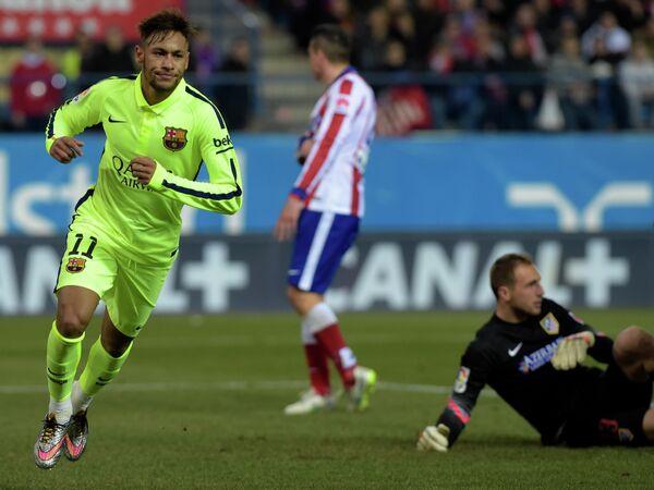 Неймар радуется забитому мячу в ворота Атлетико