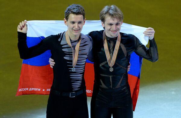 Слева направо: россияне Максим Ковтун (серебряная медаль) и Сергей Воронов (бронзовая медаль)