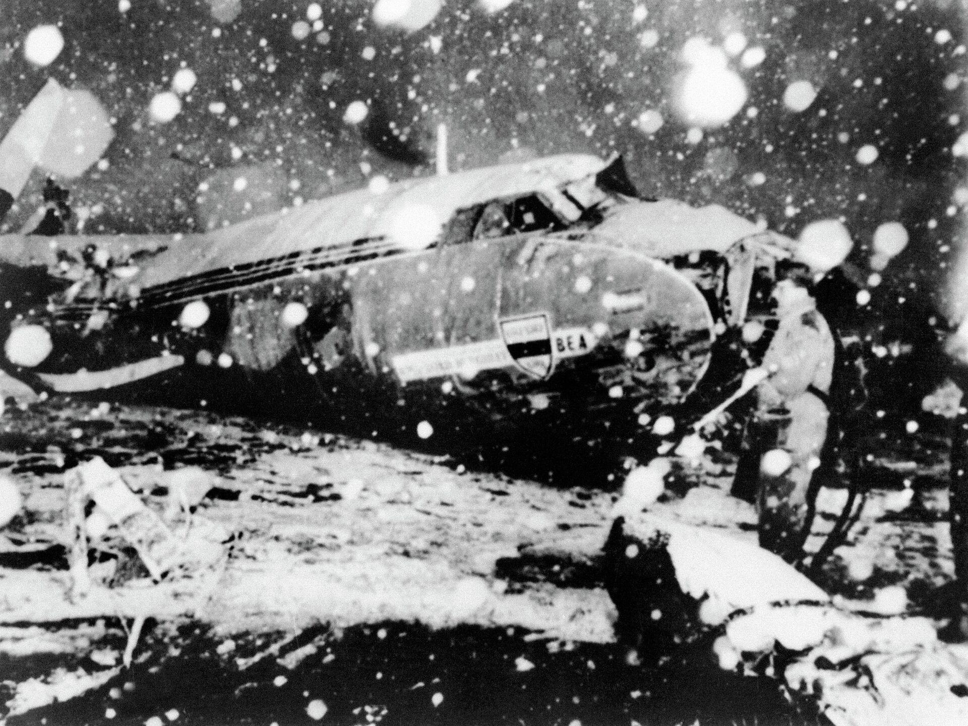Самолет с командой Манчестер Юнайтед на борту, разбившийся 6 февраля 1958 года в мюнхенском аэропорту - РИА Новости, 1920, 06.02.2020