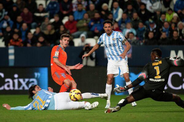 Игровой момент матча Малага - Валенсия