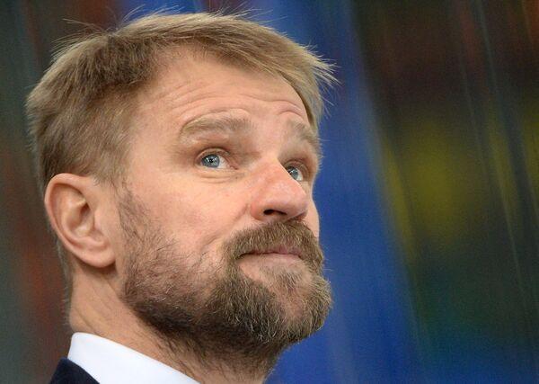 Главный тренер ХК Слован Петри Матикайнен